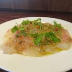角打ワイン 利三郎 - 天然真鯛(徳島産)のカルパッチョ