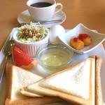 カフェ クロダ - 料理写真:コーヒー¥380、週替わりモーニング(ホットサンド)+¥50 (2017/9現在)