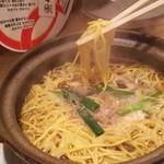 谷口食堂 - 鍋焼きラーメン 麺上げ