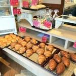 緑町のパン屋さん クラウン - コッペサンド以外も並ぶ
