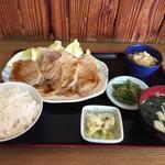 母の屋 - 料理写真:豚肉の生姜焼き定食