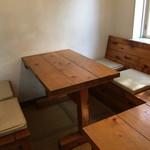 ペンション もみの木 - テーブル席。