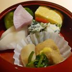 日本焼肉 はせ川 - 牛しぐれ煮とローストビーフの信玄弁当