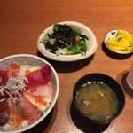72806444 - 海鮮丼セット。1177円。