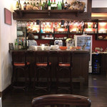 Kitchen Ichimatsu - 3席のみのカウンターとサーバー