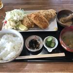 グリルよしだ - 料理写真:ローストンカツ定食とカニクリームコロッケ