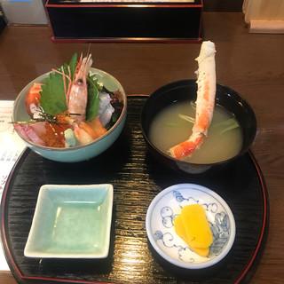 よってけ まるとみ - 料理写真:海鮮丼 ¥1.600