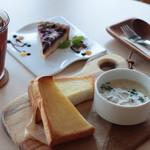リスタイル プラスカフェ - 具だくさんスープとパンのランチ(ドリンク・ケーキセット)