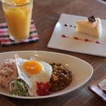 リスタイル プラスカフェ - キーマカレーのランチとドリンクとケーキセット