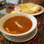 ウパハル - エビカレー&チーズナン(Aセット。追加200円でチーズナンに変更)