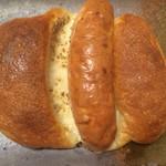 72809720 - ソーセージの入ったパン