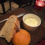 ヴィエイユ・ヴィーニュ マキシム・ド・パリ - パンとバター