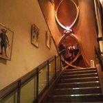 ヴィエイユ・ヴィーニュ マキシム・ド・パリ - 階段