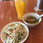 ラックタイペェンロイ - ランチセットのサラダとジュース
