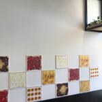ストーリー ストーリー - 店内の壁の飾り