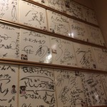 72814634 - 芸能人のサインがたくさん