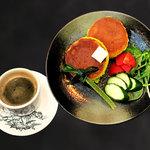 カフェ マラッカ - カフェマラッカモーニング 時間限定サラダパンケーキ
