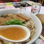 びいどろ - 夏のDr.鎌田スペシャルSSB(黒デラックスワンタン)1,000円のスープ