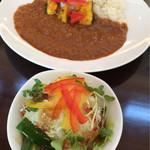 UTALO - キーマカレーとサラダ