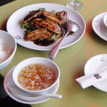 肉とキャベツのみそ炒め(回鍋肉片)、ご飯、スープ、切り干し大根+オレンジ