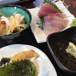 72821550 - あさしお丸膳。天ぷら、刺身、南蛮漬け、もずく酢