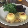 Goofy Cafe & Dine - 料理写真:「グーフィーズ・エッグベネディクト (KALUA PIG)」$14.00