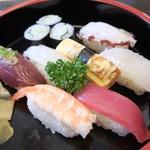 藤まつ寿し - 握り寿司(500円)
