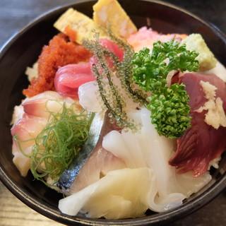 藤まつ寿し - 料理写真:ちらし寿司大盛り(600円)