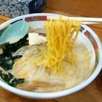 味の札幌 - 味の札幌 浅利@青森 味噌カレー牛乳ラーメンの麺