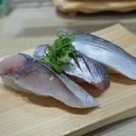 沼津魚がし鮨 流れ鮨 - ひかり三種三貫握り