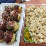 ころたこ - 料理写真:【土日限定】たこ焼きと地鶏飯がセットになった『まんぷくセット』650円。