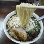 なんつッ亭 - 麺リフトアップ