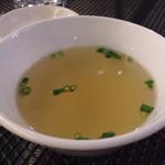 威南記海南鶏飯 - チキンライスのスープ