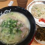 長浜ナンバーワン 博多デイトス店 - ラーメン+炒飯+高菜