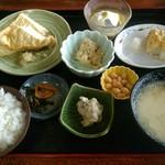 四季見茶家 - 秋。生揚げはしっかりと重みのあるとうふの濃厚な旨味が特徴。