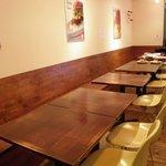 CAFE917 - シンプル&モダンの内装です