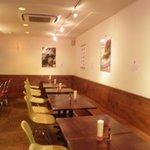 CAFE917 - ゆったり26席。カウンターもありますよ