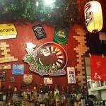 ジャングル ゴリラ - ボトルの一部とジャングルゴリラ