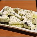 もつ千 - 水なすとチーズのサラダ 399円 自宅でも簡単に出来そうなトコがステキ(笑)