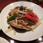 サンコウエンチャイナ・カフェ アンド ダイニング - 茄子と豚肉の辛子炒め980円