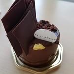72847819 - チョコレートムースのようなケーキ
