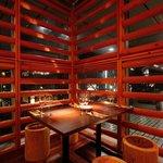 レストラン ワイワイ - 外を眺めながら食べられるシートもあります。(4月8日頃からは満開の桜もご覧になれます)
