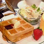 カフェ ベリー - ワッフルで朝食!モーニングワッフル(8:00〜11:00)