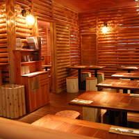 レストラン ワイワイ - 店内は、木の香り漂うログハウス調となっております。