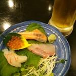 えいちゃん - 生ビールと刺身盛り合わせ