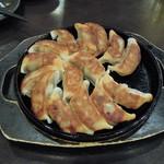 博多魚鮮水産 - 鉄板餃子