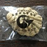 あら川菓子司 - 料理写真:牡蠣最中(つぶ餡・餅入り)