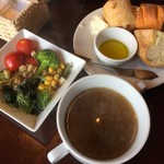 ビーフキッチン 菜好牛 - スープとサラダバーとパンはセットです