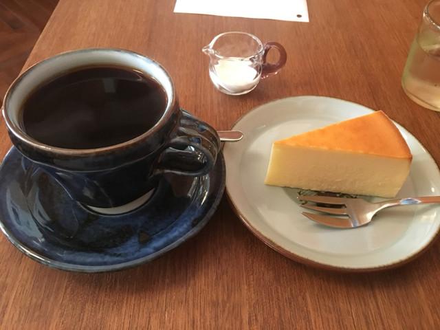 ヤルクコーヒー - ヤルクのコーヒーとチーズケーキで950円