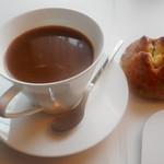 72859104 - コーヒーとパン